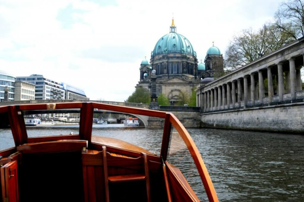 SkyBlueBerlin sightseeing tour Berlin private boat tour