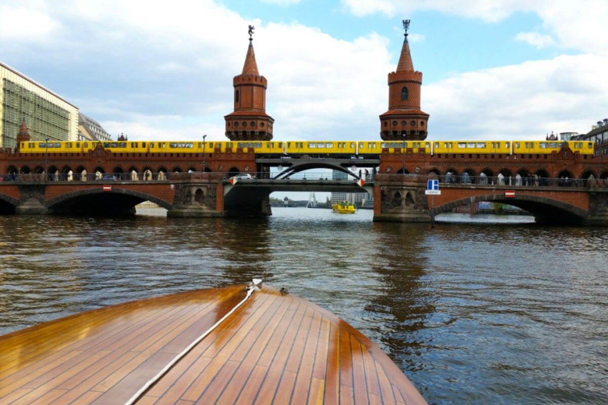SkyBlueBerlin sightseeing tour private boat tour
