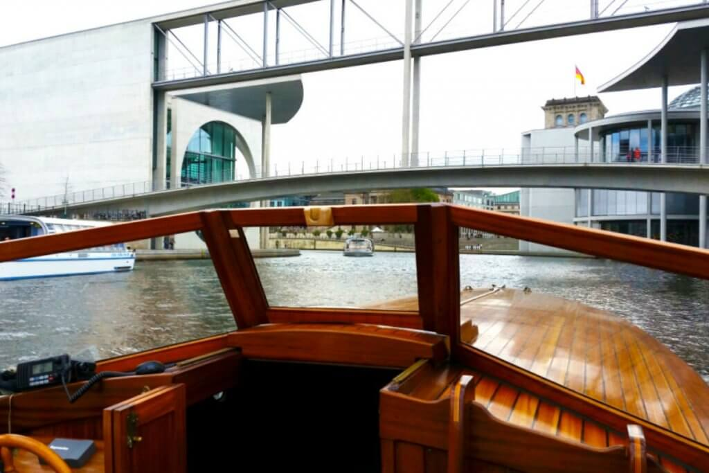 SkyBlueBerlin sightseeing tour an private boat tour